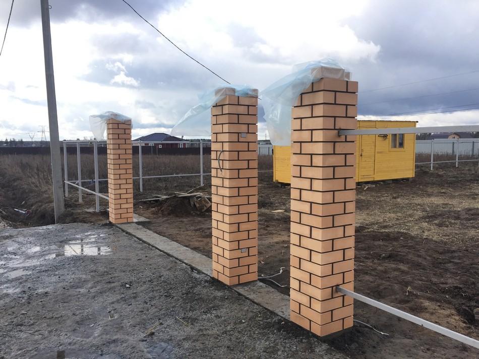колонны для забора из кирпича фото